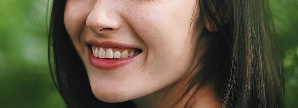 Изменение цвета зубов. Причины и лечение